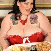 Dark haired SSBBW Glory Foxxx gobbles down on a humungous breakfast while having sexual relations