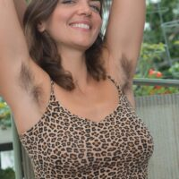 Amateur babe Katie Z showcases her unshaven armpits and snatch on her balcony