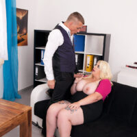 Overweight light-haired secretary Kiki Rainbow looses her big titties before yanking on 2 dicks