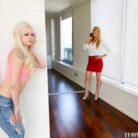 Young fair-haired girl Else Dream compels her stepmother into lezzie sex