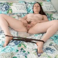 First timer model Primrose Wood sets her unshaven slit loose of panties on top of her bed