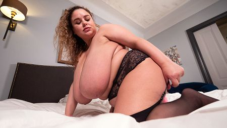 Anna Katz and her giant boobs