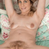 Barefoot first-timer Ashleigh McKenzie parts her legs to play with her utter thicket