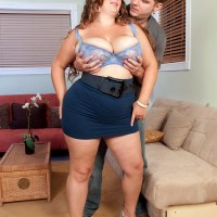 BIG HOT WOMAN Analee Sands has her gigantic boobs bares from her t-shirt and melon-holder in a microskirt