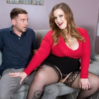 BIG SEXY LADY XXX pornstar Big-chested Emma gets around to giving a oral pleasure after being disrobed