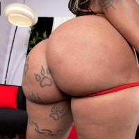 Black MILF Diamond Monroe exposes her tattooed adorned large ass