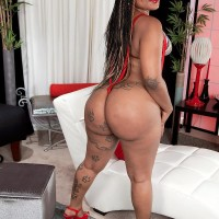 Ebony MILF Diamond Monroe uncovers her tatted outfitted enormous ass