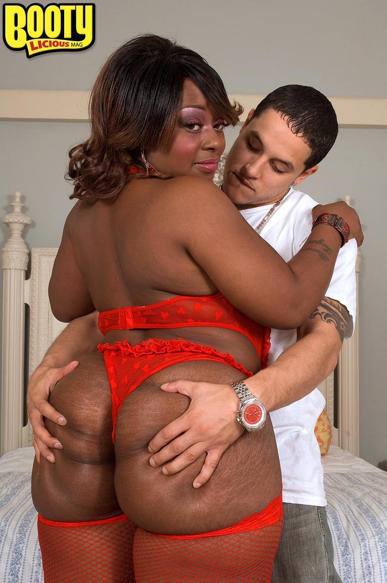 Ebony SSBBW Amira Jones loosing huge butt from panties before cunt banging