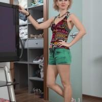 Blonde amateur Killer demonstrates her natural twat while wearing socks