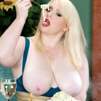 Light-haired BIG SEXY WOMAN XXX adult starlet Dawn Davenport stroking cock while slurping food and masturbating