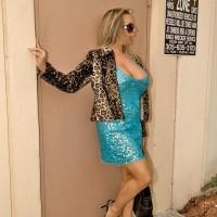 Ash-blonde sweetie Amber Lynn Bach flashing huge titties to seduce junior boy