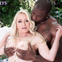 Sandy-haired grandma Robin Pachino entices a stud with a monster-sized ebony junk outdoors