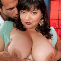 Black-haired BIG HOT WOMAN Kelly Shibari makes a stud blessed with her large funbags and nipples