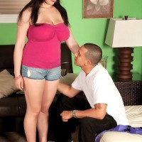 Black-haired MILF Beverly Paige unleashing nice titties for her personal trainer