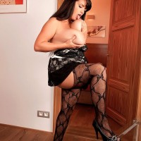 Black-haired MILF XXX film starlet Arianna Sinn unveiling huge breasts before delivering BJ
