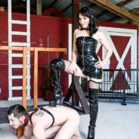 Brown-haired gf Sarah Dice has her slave hubby idolization her ass-cheeks and slit