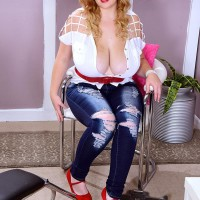 Bosomy platinum-blonde BIG HOT WOMAN Mya Blair milking and fellating sausage in ripped blue denim jeans
