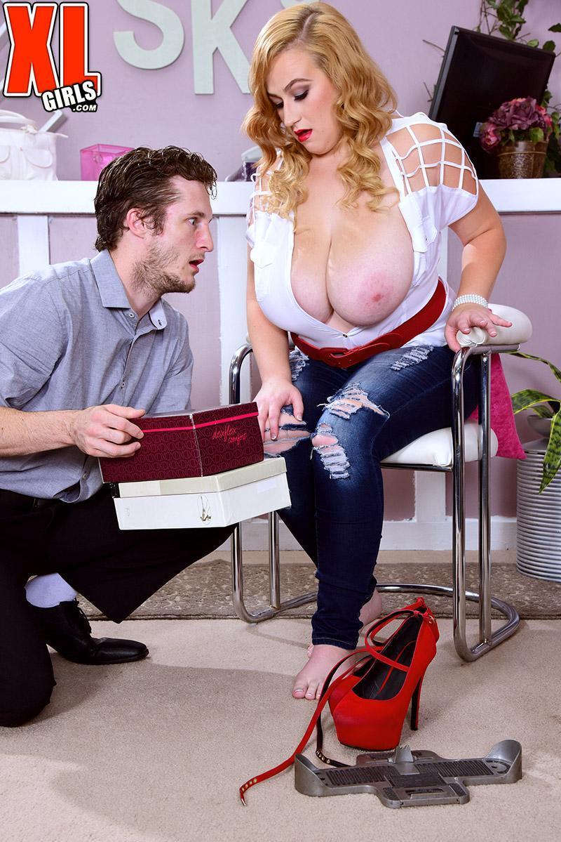 Bosomy platinum-blonde BIG HOT WOMAN Mya Blair milking and fellating sausage in ripped blue denim jeans