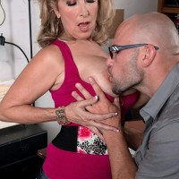Huge-boobed blonde cougar Laura Layne seducing mechanics for MMF threeway in garage