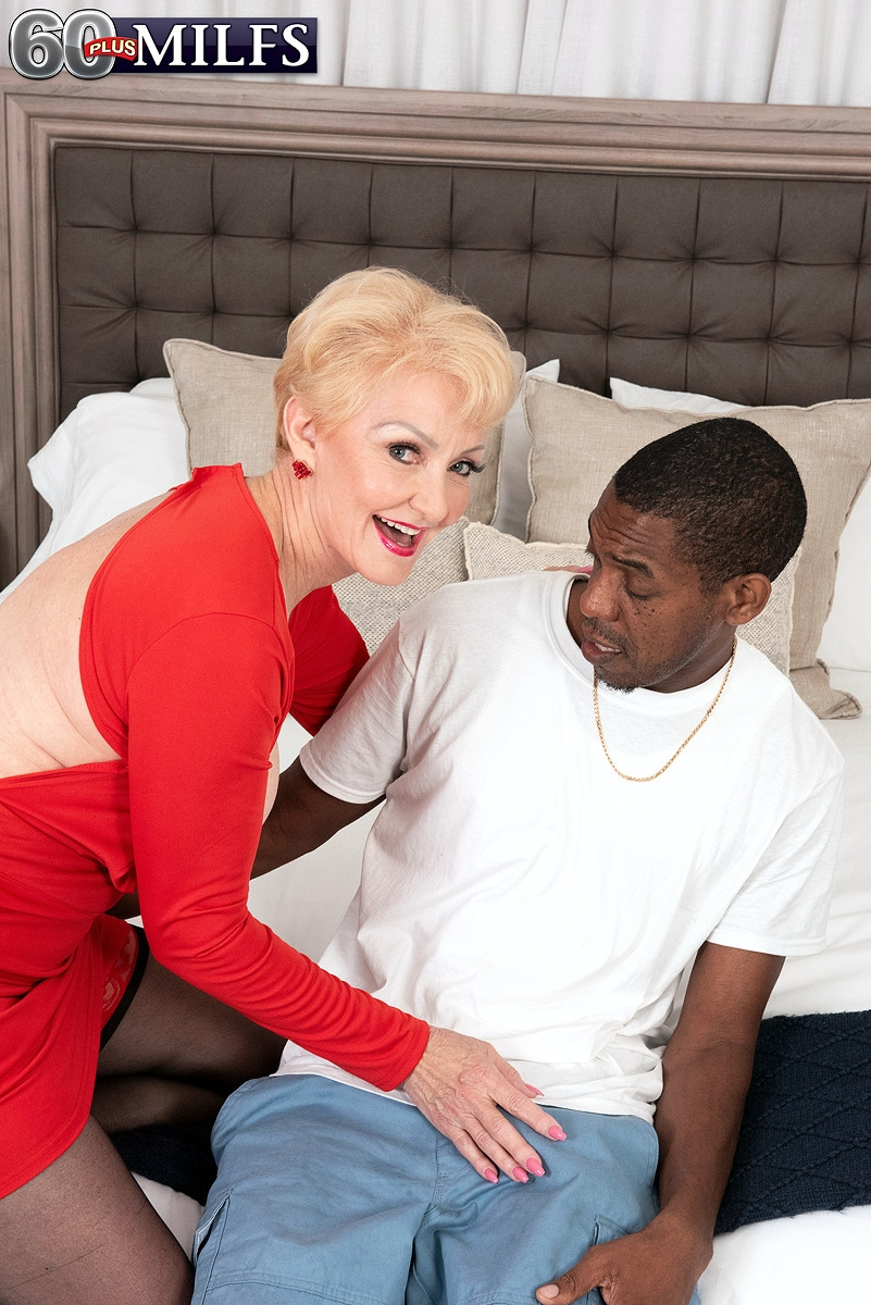 Chesty sandy-haired grannie Seka black holds a Peeping Tom's large black cock in her hand