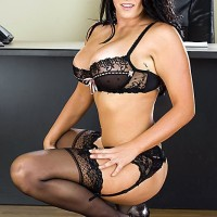 Huge-boobed brown-haired MILF Mackenzee Pierce boinking TWO sausages at same time in office