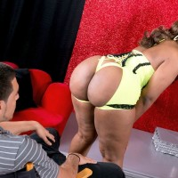 Thick ebony stripper Layla Monroe vaunting giant rump in ebony heels
