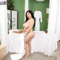 Fatty brown-haired MILF Daylene Rio getting boned by masseuse on massage table