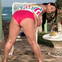 Chunky dark-haired MILF pornstar Arianna Sinn slurping ice and her swell nipples outdoors