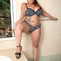 Fatty MILF model Terri Jane letting monster-sized fun bags fall free from boulder-holder outdoors in high heels
