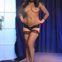 Dark-haired MILF XXX vid starlet London Keyes taking rectal sex in fishnets at stripclub
