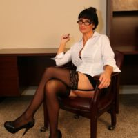 Black-haired gf Angie Noir owns a cane before having her cooch worshipped