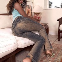 Ebony first timer Sapphira pulling out big butt from g-string panties and jeans