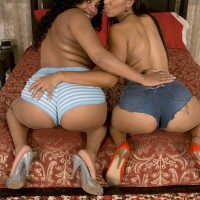 Black ladies Soleil Hughes and Kandee Lixxx flaunt their massive bums together