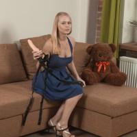 Euro first timer Darina Nikitina gliding off panties before toying furry cootchie