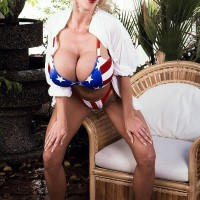 Well-known XXX starlet Pandora Peaks looses her big boobies from a USA themed bikini
