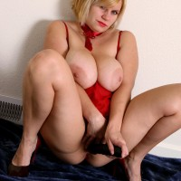 Plus size elderly ash-blonde with enormous natural boobies masturbating cootchie with monster-sized dildo