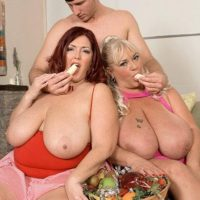 Fat nymphs Shugar and Peaches LaRue delivering long cock oral jobs while eating food