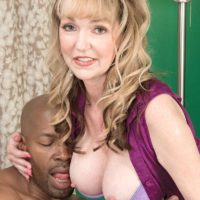 Spectacular grannie Janee Diamond entices a junior ebony guy before sucking his BBC