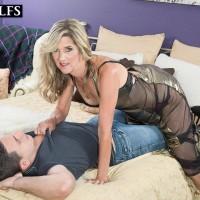 Hot aged woman Lauren De Wynter tempts junior stud and gives him a oral pleasure