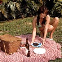 Foxy MILF Sarah Sunshine has her humungous all-natural fun bags rubbed outdoors