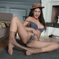 Leggy hat clad Euro brown-haired Pavla spreading fur covered first-timer twat
