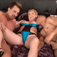 Skinny over 50 ash-blonde MILF Honey Ray screwing TWO studs with giant knobs in MMF Three-way