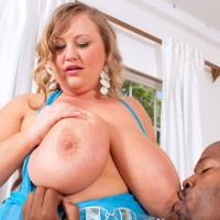 Experienced yellow-haired BIG SEXY WOMAN Sienna Hills frees huge knockers before stroking a BBC