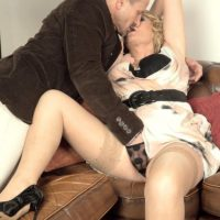 Elder blond woman gets around to giving a oral sex after foreplay in pantyhose