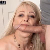 Experienced platinum-blonde woman Heidi deepthroats her stepson's immense pecker after seducing him