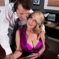 Older ash-blonde woman Laura Layne seducing sex from co-worker in her work environment