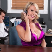 Older light-haired gal Laura Layne seducing sex from co-worker in her office
