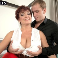 Experienced gal Jessica Wondrous lets her monster-sized boobs dangle while getting ravaged by her man toy