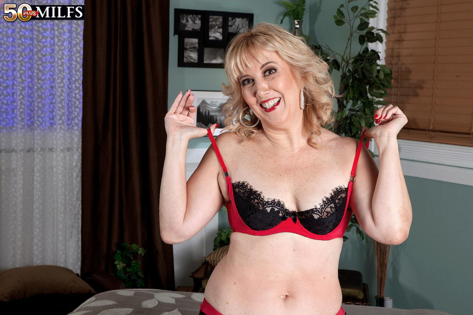 Older gf with blond hair Rebecca Williams seduces her hubby in lingerie and hosiery
