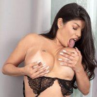 MILF Isabella Flames licks her D-cup boobies